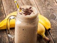 Шоколадов шейк с банани, какао, прясно и кисело мляко в блендер